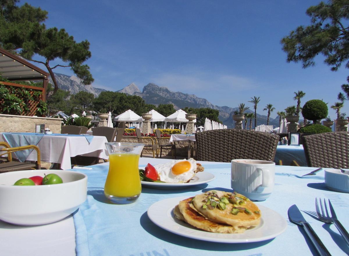 Petit déjeuner buffet Nirvana Lagoon Villas Suites & Spa